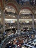 Interior de Lafayette de las galerías de Francia París Imagenes de archivo