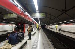 Interior de las glorias de la estación de metro en Barcelona imagen de archivo