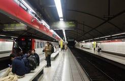 Interior de las glorias de la estación de metro en Barcelona imágenes de archivo libres de regalías