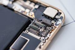 Interior de los componentes del teléfono móvil imagen de archivo libre de regalías