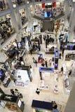 Interior de los grandes almacenes DLT en St Petersburg, Rusia durante verano estilo festival Fotografía de archivo libre de regalías