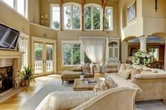 Interior de lujo de la casa. Sala de estar imagen de archivo