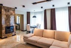Interior de lujo de la sala de estar Imagenes de archivo