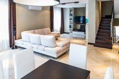 Interior de lujo de la sala de estar Imagen de archivo libre de regalías