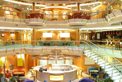 Interior de lujo del barco de cruceros foto de archivo