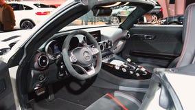 Interior de lujo del coche del funcionamiento del automóvil descubierto de Mercedes-AMG GT almacen de metraje de vídeo