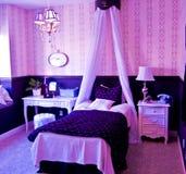 Interior de lujo del dormitorio Fotos de archivo libres de regalías