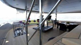 Interior de lujo del motoryacht almacen de metraje de vídeo