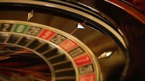 Interior de lujo y elegante del casino europeo metrajes