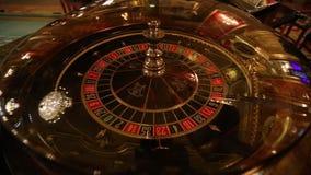 Interior de lujo y elegante del casino europeo almacen de metraje de vídeo