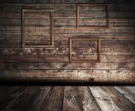 Interior de madeira com frames imagem de stock