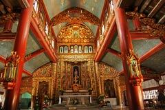 Interior de madeira de uma igreja Imagem de Stock