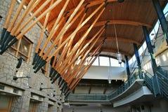 Interior de madera hermoso del edificio Fotografía de archivo libre de regalías