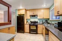 Interior de madera ligero americano de la cocina Foto de archivo libre de regalías
