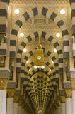 Interior de Masjid (mesquita) Nabawi em Medina Foto de Stock Royalty Free
