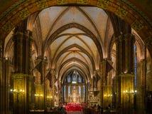 Interior de Matthias Church con el canto del coro Imagen de archivo libre de regalías