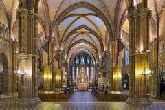 Interior de Matthias Church en Budapest, Hungría Foto de archivo