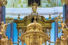 Interior de oro de la iglesia Imagen de archivo libre de regalías