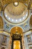 Interior de Saint Peter Basilica no Vaticano, Itália Fotografia de Stock Royalty Free