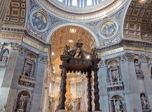 Interior de San Pietro Basilica Foto de archivo libre de regalías