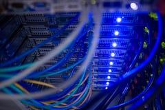 Interior de servidores montados estante Foto de archivo libre de regalías