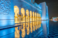Interior de Sheikh Zayed Grand Mosque en la noche en Abu Dhabi - UAE Fotografía de archivo libre de regalías