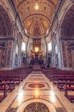 Interior de St Peter Basilica Fotos de archivo