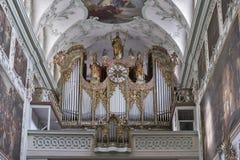Interior de Stiftskirche Sankt Peter em Salzburg, Áustria imagem de stock
