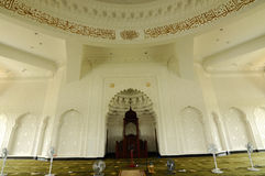 Interior de Sultan Ismail Airport Mosque - el aeropuerto de Senai, Malasia fotografía de archivo