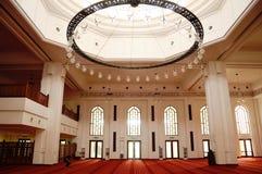Interior de Tengku Ampuan Jemaah Mosque en Selangor, Malasia Foto de archivo