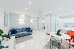 Interior de um apartamento brilhante Fotografia de Stock