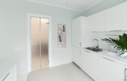 Interior de um apartamento brilhante Imagem de Stock