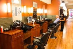 Interior de um cabeleireiro de luxo Barber Salon foto de stock royalty free