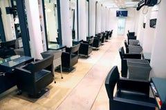 Interior de um cabeleireiro de luxo Barber Salon fotos de stock royalty free