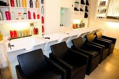Interior de um cabeleireiro de luxo Barber Salon imagem de stock royalty free