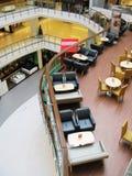 Interior de um café na moda Fotos de Stock Royalty Free