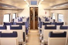 Interior de um comboio de passageiros foto de stock royalty free