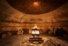 Interior de um grande tijolo que faz a estufa imagens de stock royalty free