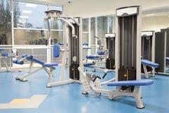 Interior de um gym moderno Imagens de Stock Royalty Free