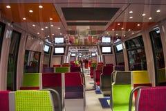 Interior de um interior europeu moderno do trem rápido de classe de economia Fotos de Stock