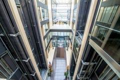 Interior de um prédio de escritórios prestigioso moderno Fotografia de Stock