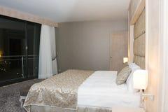 interior de um quarto de hotel Fotos de Stock Royalty Free