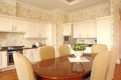 Interior de um quarto dinning imagem de stock
