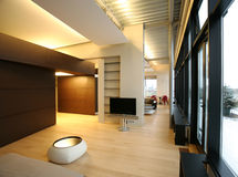 Interior de um quarto grande na perspectiva imagem de stock