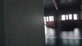 Interior de um salão do encaixotamento video estoque