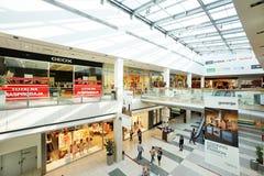 Interior de um shopping moderno Imagem de Stock