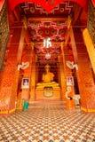 Interior de um templo tailandês Fotos de Stock Royalty Free