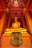 Interior de um templo tailandês Imagens de Stock Royalty Free