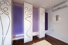 Interior de um vestuario moderno com armário moderno Imagem de Stock