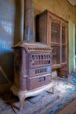 Interior de uma casa abandonada imagens de stock